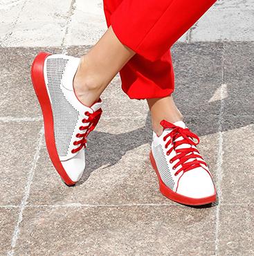 Flache Sneakers mit quadratischer Spitze